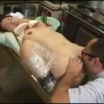 【本物レイプ動画】パートの人妻の手足をラップでグルグル巻きにして動けなくし膣内射精レイプする変態社長・・・
