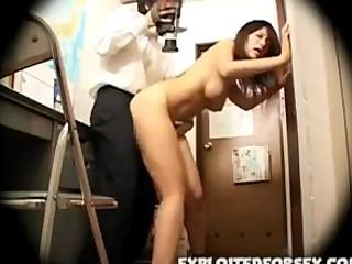 【本物レイプ動画】万引きJKのマンコに制裁!反省の色がない少女に事務室でイラマチオさせ生姦膣内射精・・・