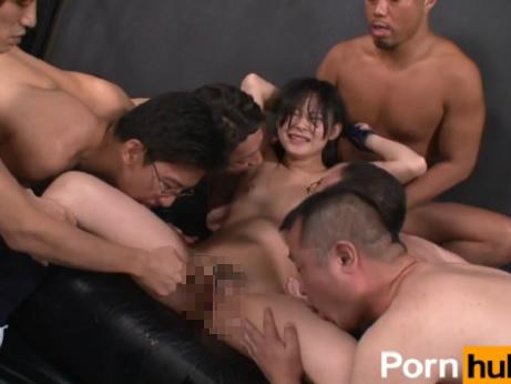 【本物レイプ動画】鬼畜注意!ロリ顔の女子高生が鬼畜な男達に監禁されて全身精液まみれに・・・