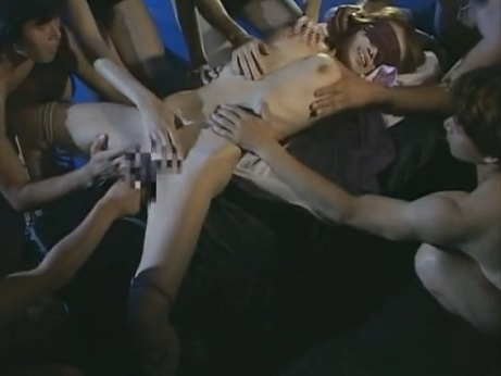 【本物レイプ動画】ヤクザに拉致監禁されたビッチが完全緊縛状態で集団レ○プされ全身精子まみれに・・・